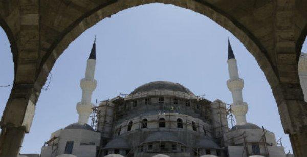Orta Asya'nın en büyük camisi Bişkek'te yükseliyor
