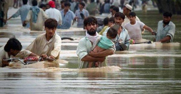 Pakistan'da sel baskını 140 kişi öldü