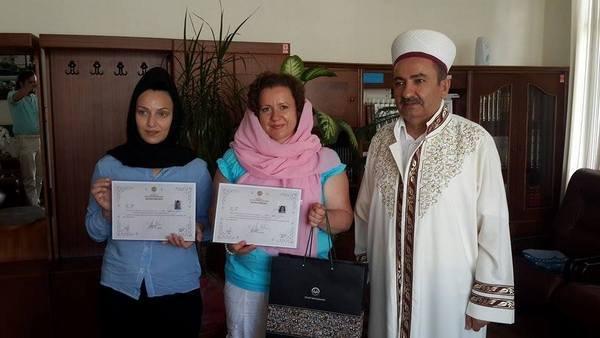 Rus uyruklu Yulia Yalçın ve Moldova uyruklu Natalia Bondorciuk İslamiyeti Seçti