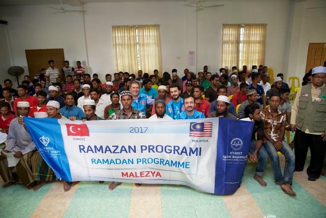 TDV, Arakanlı mültecilere ramazan sevincini yaşattı