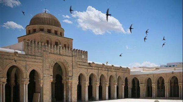 Tunus, 80 camiyi kapatıyor